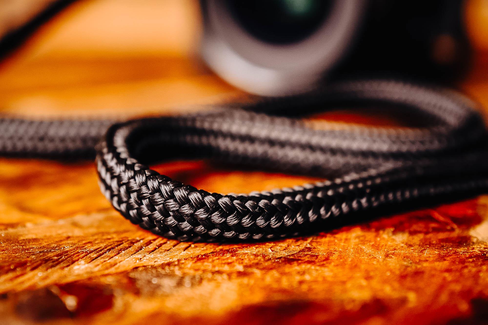Close up of a black Stroppa Flat Flex strap
